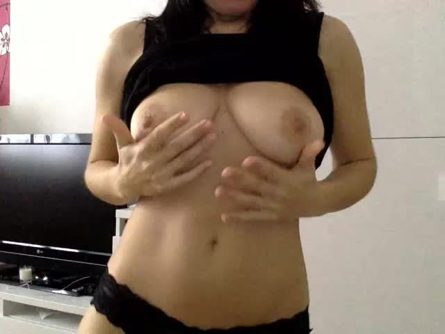 Free live sex with Milf webcam girl Solena